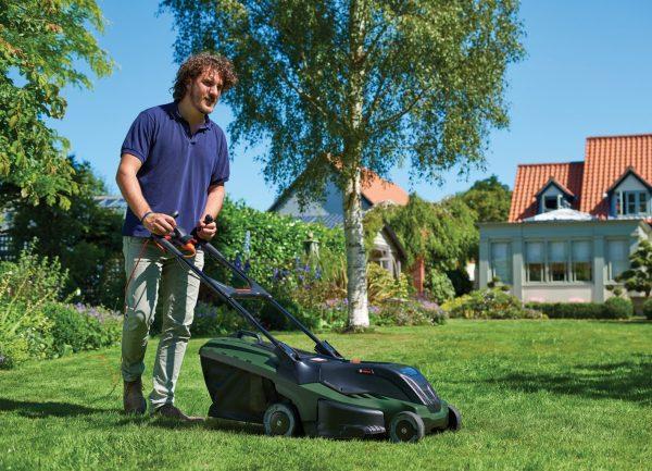 Електрическа косачка за трева Bosch UniversalRotak 450 +тример ART 26 SL